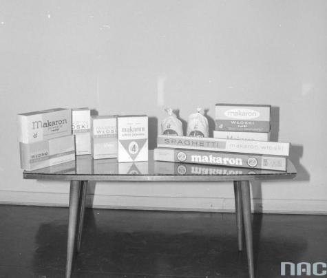 1960 -  Kluczowym momentem w działalności zakładu było uruchomienie produkcji opakowań z...